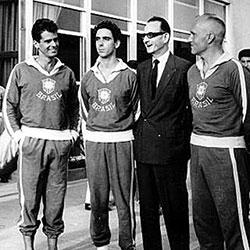 O brasileiro Américo Santarelli, à direita